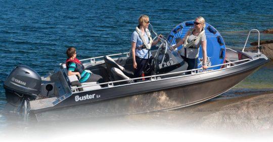 Buster LX båt
