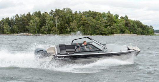 Buster Magnum båt