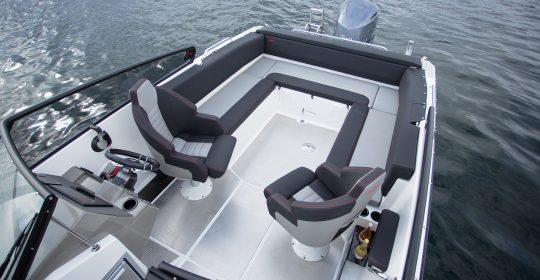 Husky R8 båt
